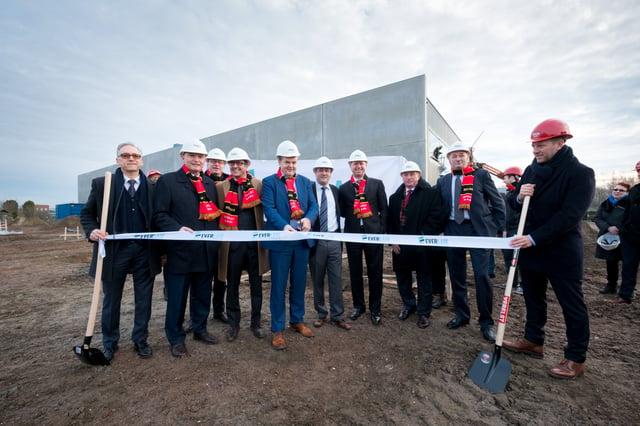 EVERLAM leadership team and Mechelen Mayor.jpg